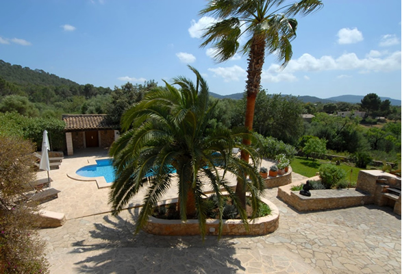Mallorca Retreat Basenfasten Yoga Urlaub Finca Pool